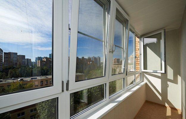 Остекление балкона с увеличением высоты остекления ПВХ профилем Рехау